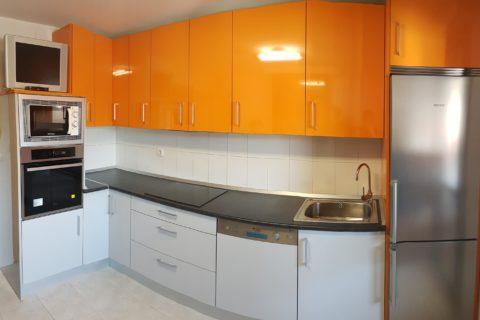 Cocina en dos colores en Donosti