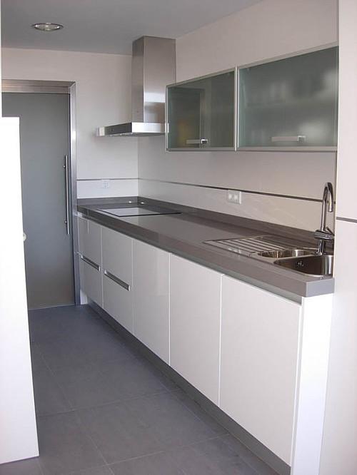 Dise os de cocinas en guipuzcoa cocinas zurione for Cocina de madera gris oscuro
